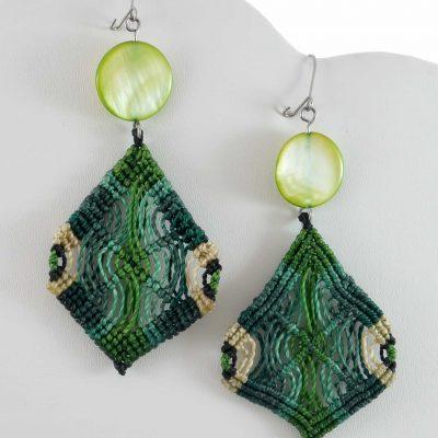 Baiana Earrings - green dangle macrame earrings